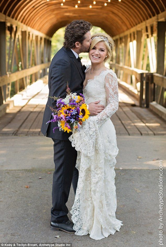 Kelly Clarkson steps out reported Saturday before reported out Sunday wedding ... bb3c76