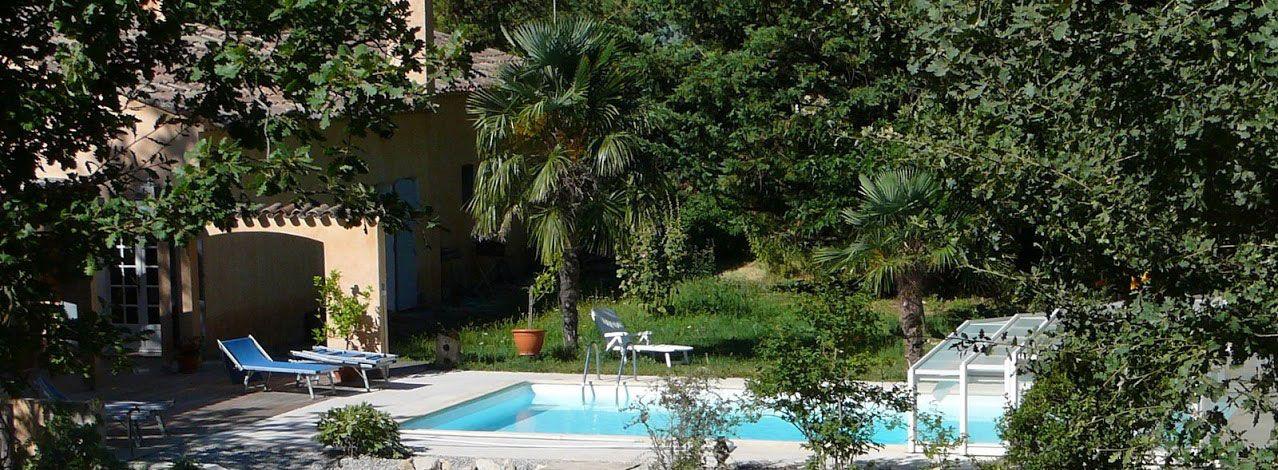 G te rural la sole ade gr oux les bains dans le verdon vue sur la piscine dans une nature - Chambre d hotes greoux les bains ...