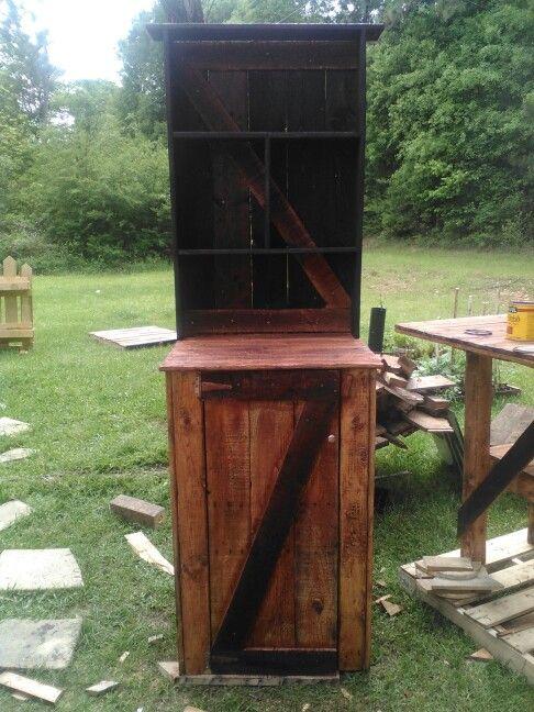 Pallet wood liquor cabinet | Wood pallets, Decor, Wood