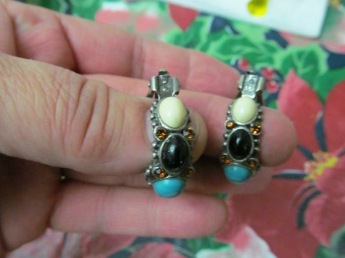 Clip on Earring with colored stones and rinestones