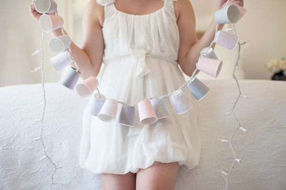 DIY or Don't!: {Tutorial} Dixie Cup Light Garland!