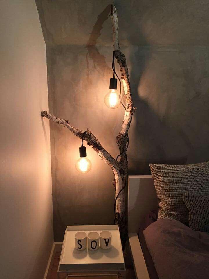 Photo of Lampe auf Baumstamm im Schlafzimmer