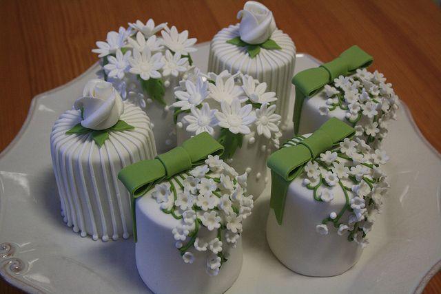 Mini Wedding Cakes By Paula Chammas Via Flickr Mini