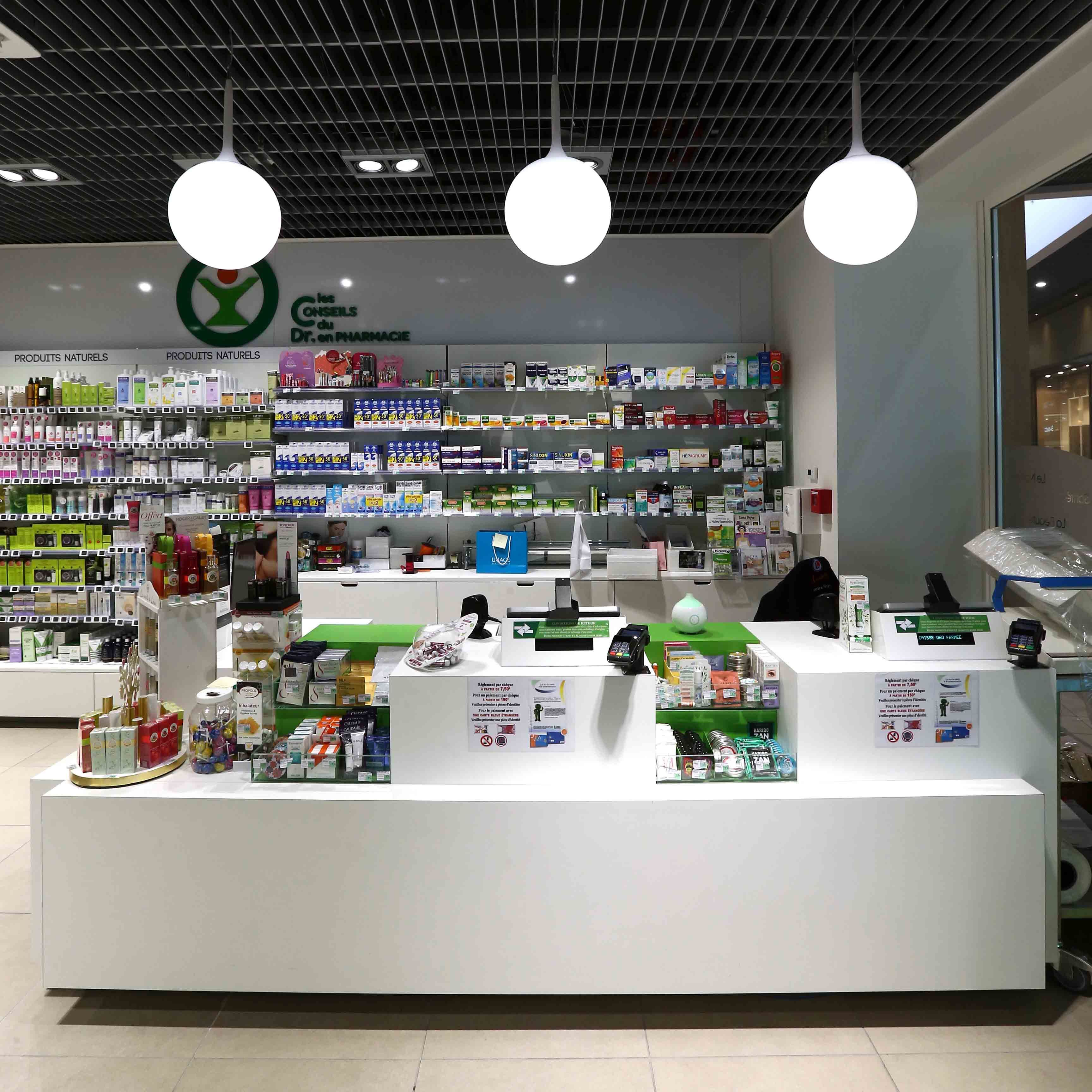Agencement parapharmacie mobilier caisses mobilier sur for Agencement pharmacie meuble