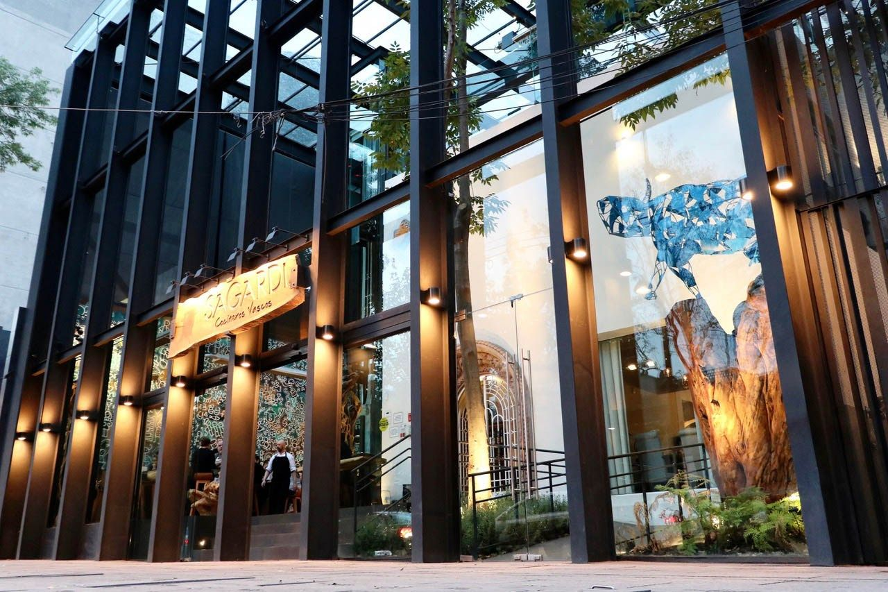 Sagardi Rooftop Pintxos Y Drinks En Una Terraza Al Estilo Ibiza Llega A La Cdmx Food Pleasure Restaurantes Terrazas Pintxos