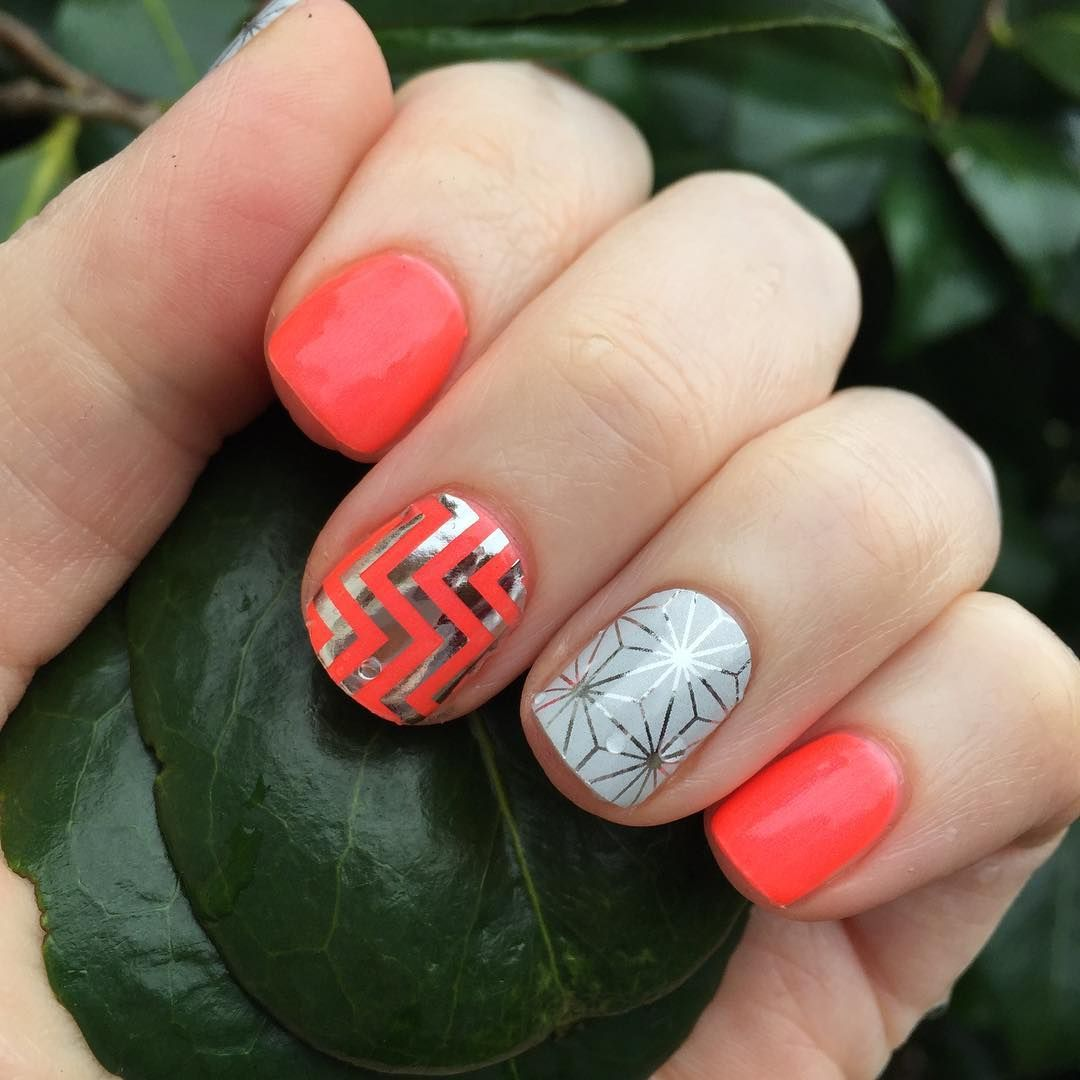 #manimonday I am loving this one SO much. I have to give a shout-out to @sarahjeanq for the combo idea. I loved it so much I had to #copycat! #trushinejn #rumbajn #diynails #jamberry #moroccojn #silverchevronjn #neon #wahm #sahm #bright #spring