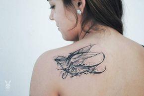 Tatouage De Femme Tatouage Hirondelle Aquarelle Sur Dos