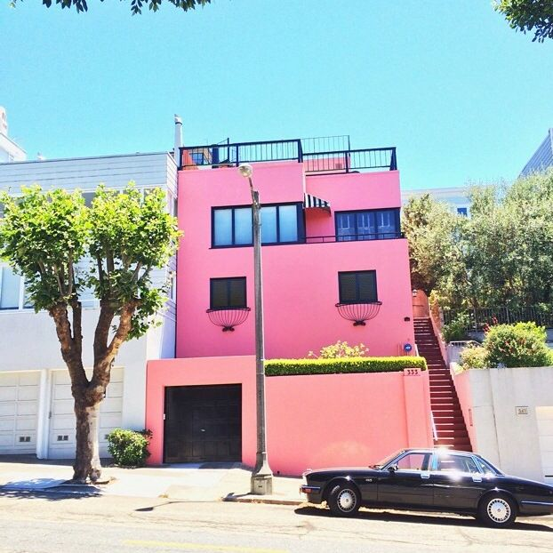 Pink house in Sanfrancisco ! Very cute.
