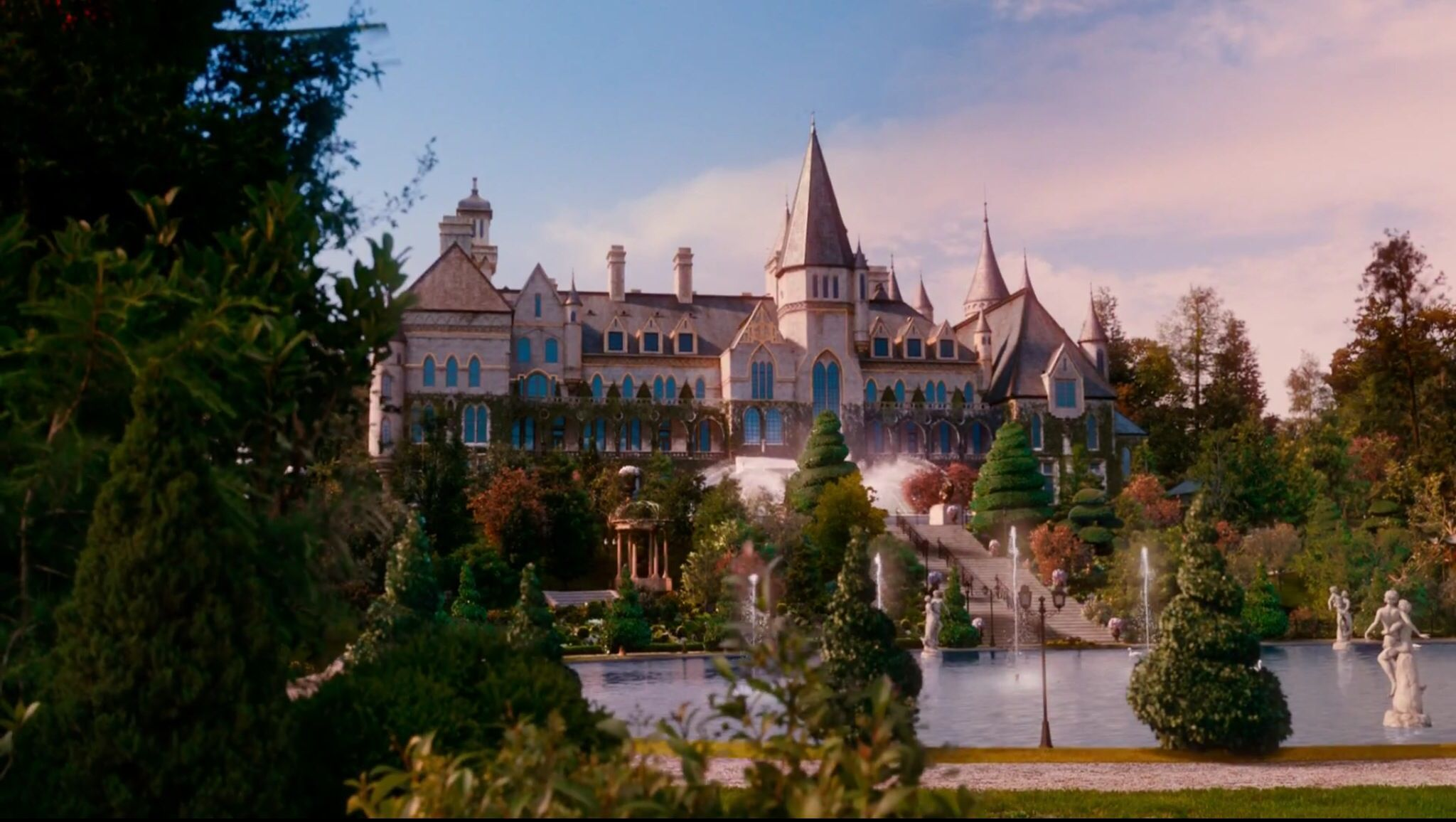 the great gatsby and gatsby s Gatsby's mansion symbolizes two broader themes of the novel first, it represents the grandness and emptiness of the 1920s boom: gatsby justifies living in it all alone by filling the house weekly with celebrated people.