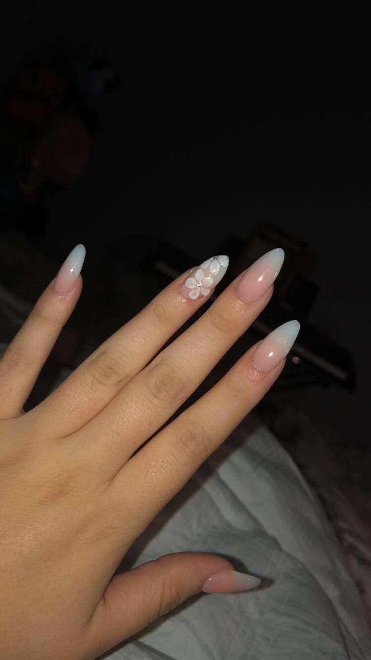 Ombre Acrylic Nails Almond Shape With Flower Design Acrylic Nails Almond Shape Almond Acrylic Nails Ombre Acrylic Nails