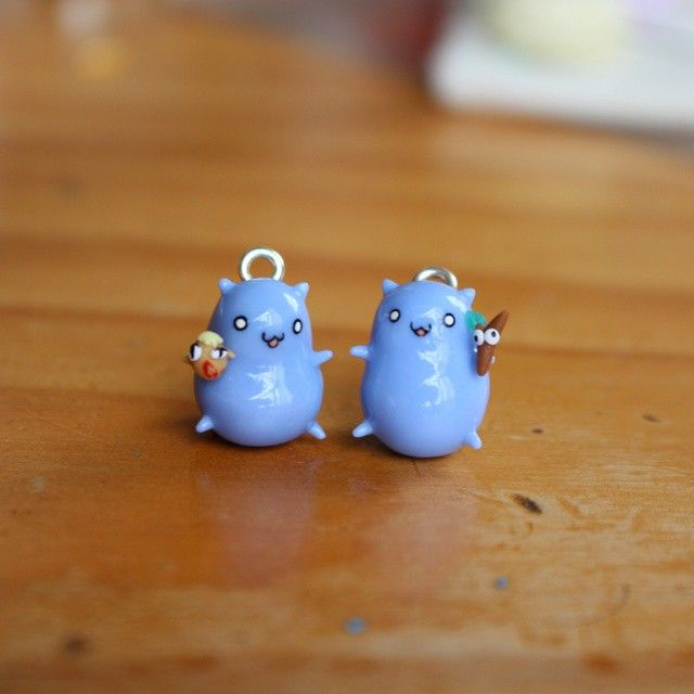 Hi everyone, check out this super original valentines day set of necklace charms: adorable lil Catbug with Rebecca and with Sir Jeffers from the dramabug minisode! request and idea by a very sweet customer, Kristina��������tomorrow is the last day of the giveaway as it's using NZ time, so if you want to join get your repost in before tomorrow night! #rebecaaa