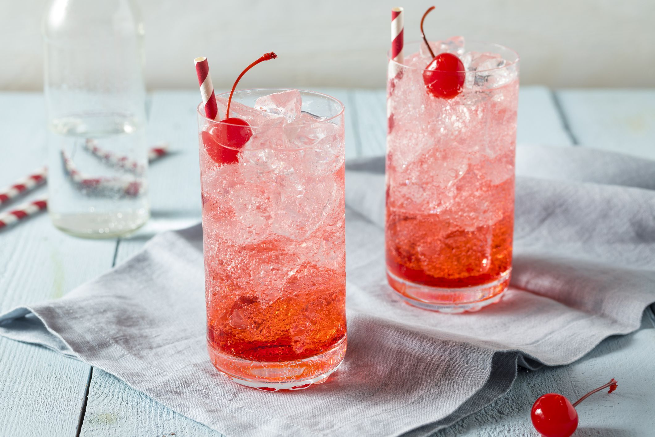 How To Make An Easy Innocent Shirley Temple Drink Recipe Non Alcoholic Cocktails Alcoholic Cocktails Shirley Temple Drink