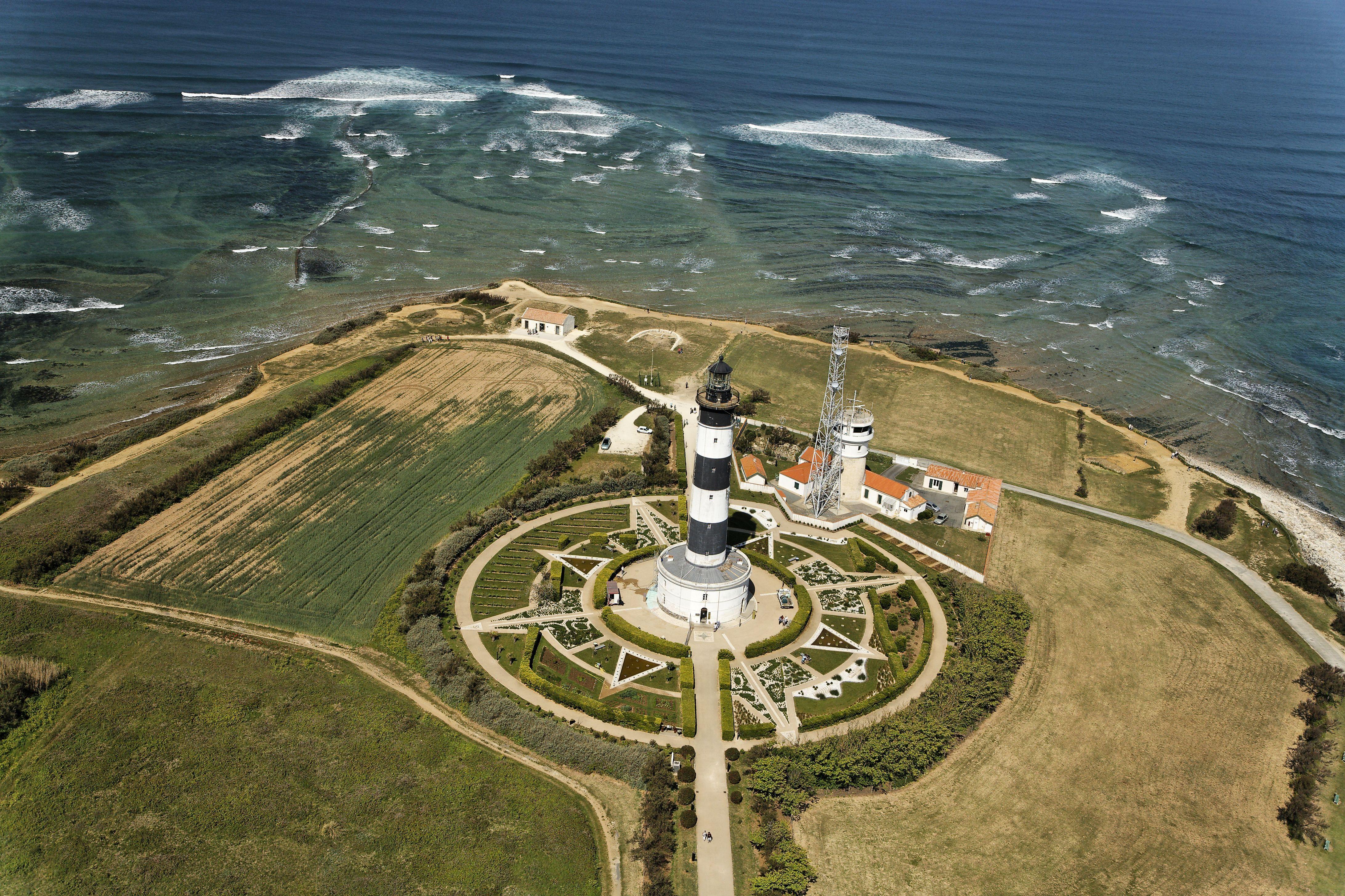 Vue du ciel phare de chassiron sur l 39 le d 39 ol ron pays marennes ol ron charente maritime - Office du tourisme de l ile d oleron ...