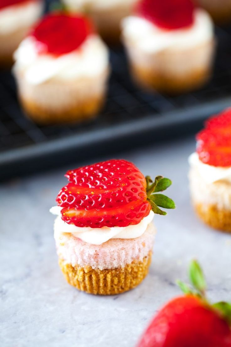 Strawberry Cheesecake Mini Cupcakes   - Postres deli -