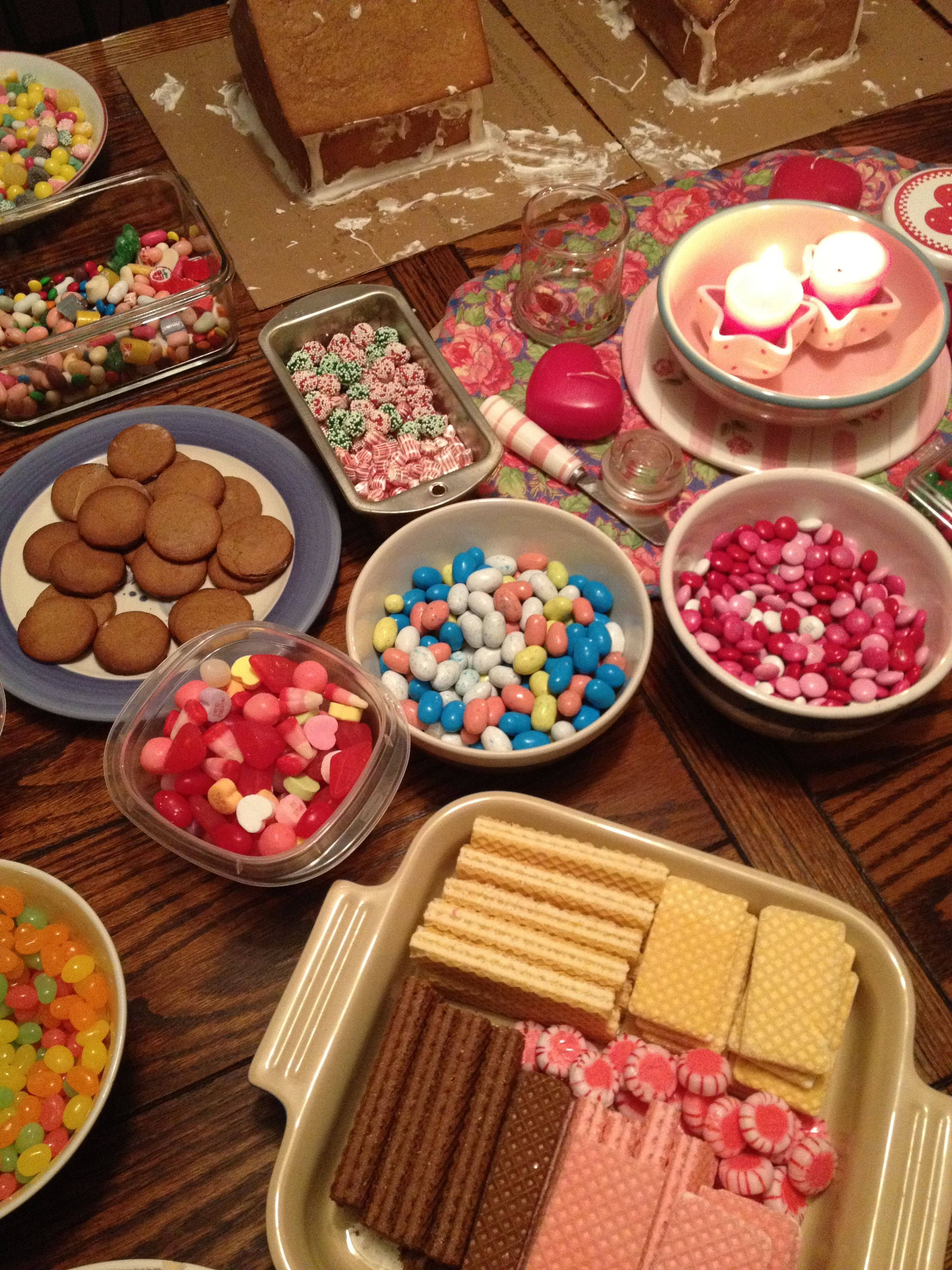 Cookie decorating party ideas - Gingerbread House Making Party Great Neighbor Idea The Neighborhood And Letsneighbor Pinned By