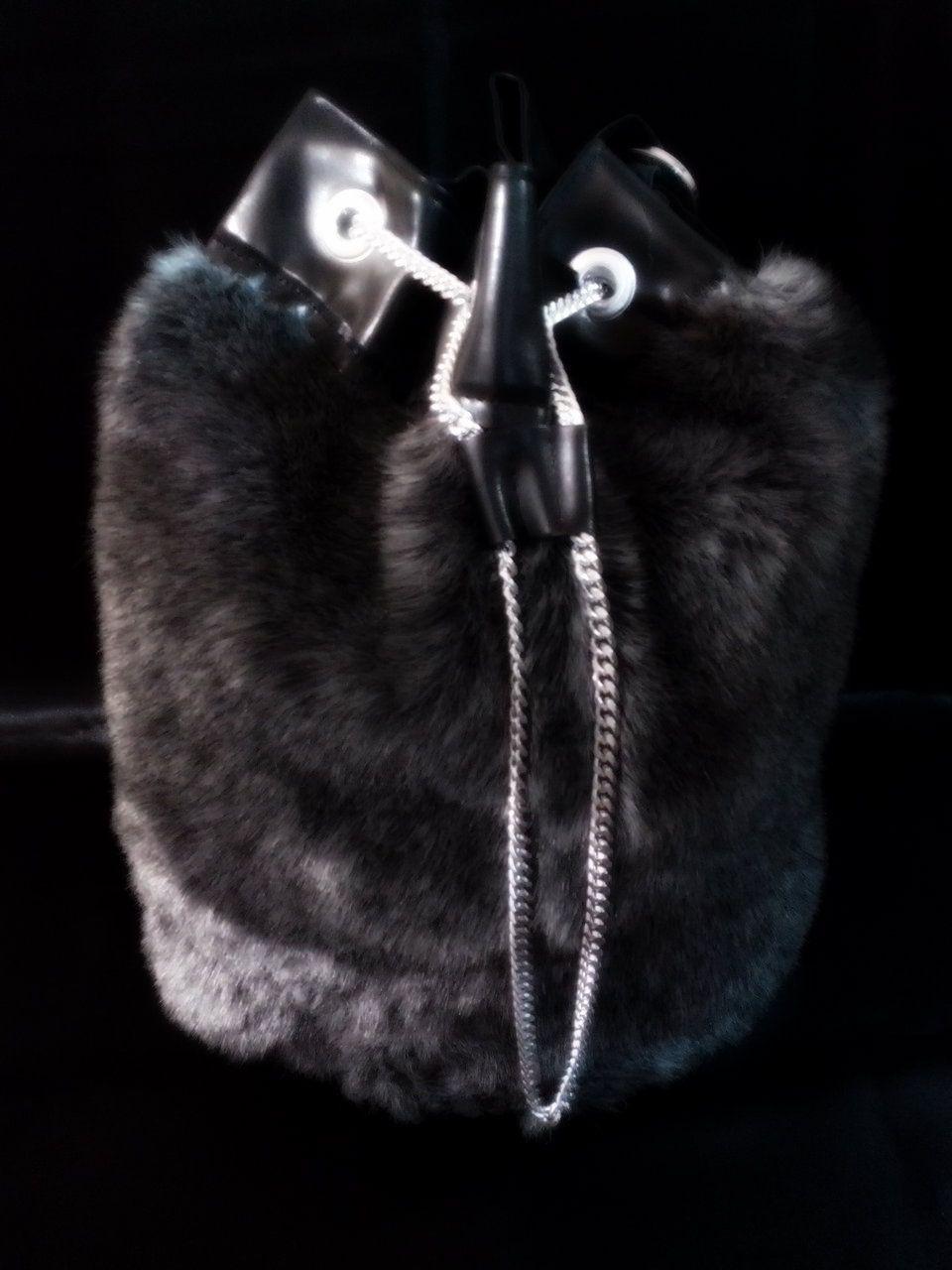 bolso de peluche con vinipiel