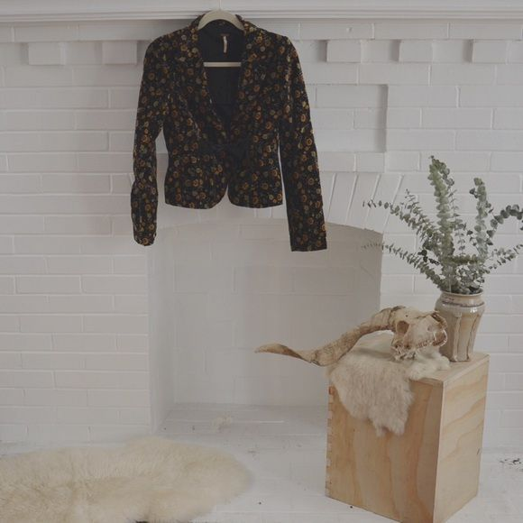 FREE PEOPLE/ velvet blazer ⱝ black, floral pattern ⱝ fitted blazer ⱝ velvet material ⱝ free people ⱝ button and silk ribbon front closure ⱝ snap closure on both wrists ⱝ lined ⱝ fits a small  ⱝ perfect condition   » I NO LONGER LOWER MY PRICES, BUT OFFERS ARE ABSOLUTELY WELCOMED  » UNLESS ITS FOR A BUNDLE, I WILL NOT RESPOND TO OFFERS IN COMMENTS   » I WILL MAKE A NEW LISTING FOR DISCOUNTED SHIPPING Free People Jackets & Coats Blazers