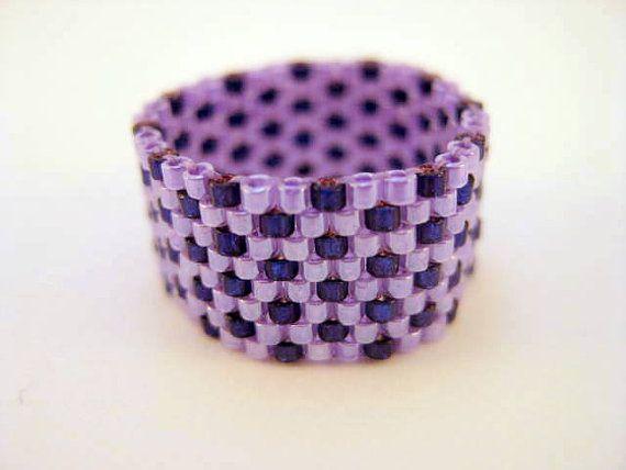 Tamaño de anillo peyote en púrpura y violeta - 5, 6, 7, 8, 9, 10, 11, 12, 13 rebordeado banda semilla del grano anillo Beadwoven hecho a man...