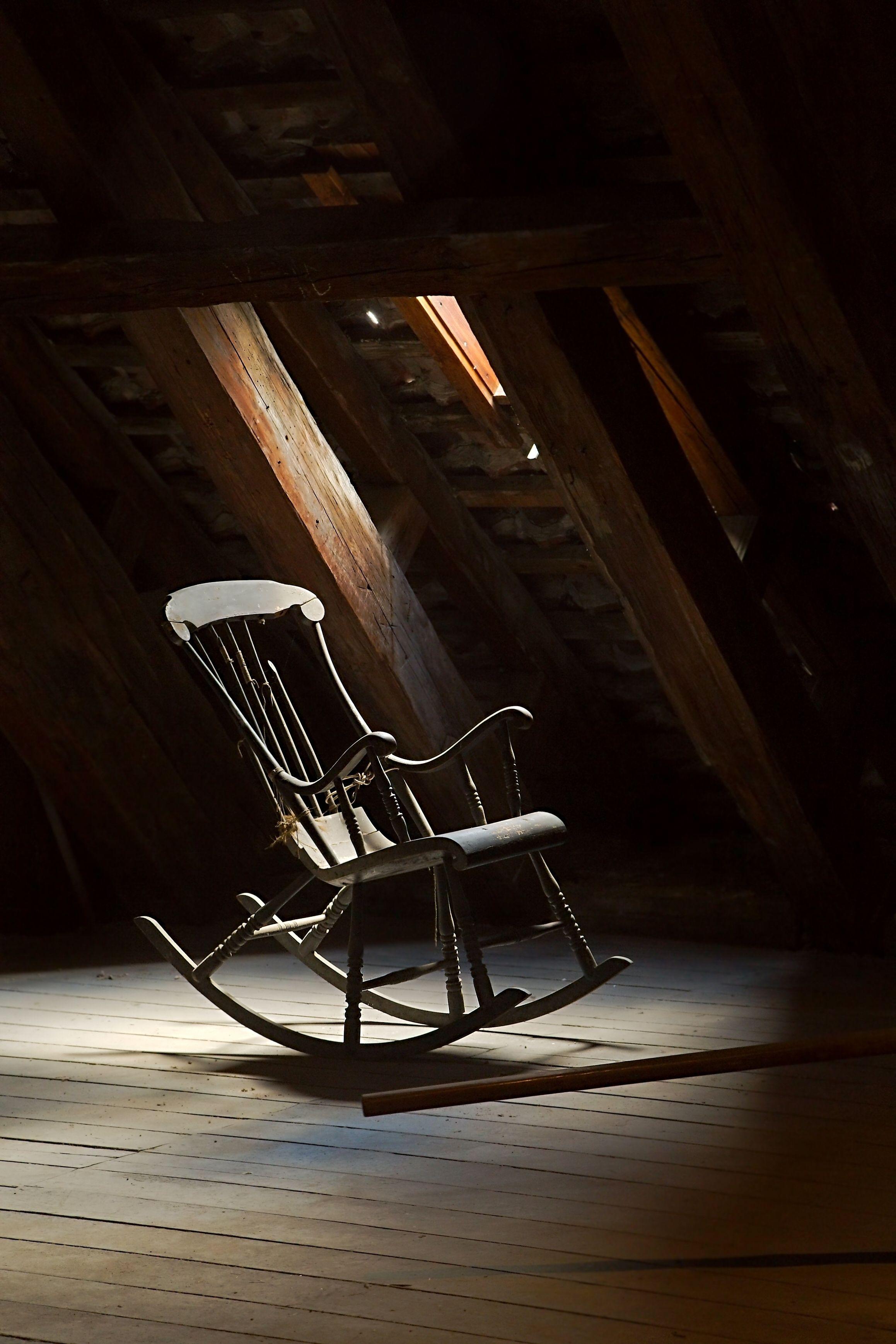 Antiquite Brocantr Antiquaire Inventaire De Meubles Antiques Antiquites Chaise Antique Commode Antique Objets Rare Old Rocking Chairs Rocking Chair Chair