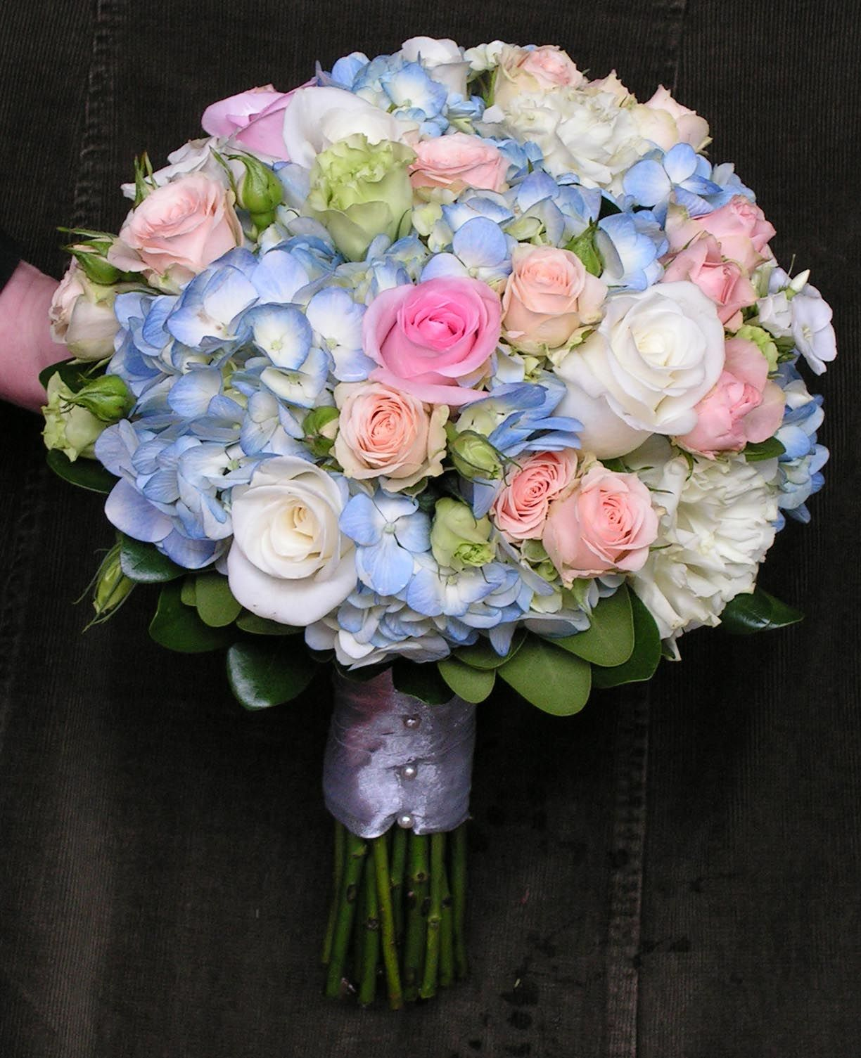 Blue hydrangea bouquet with pink roses my wedding for Pink and blue flower arrangements