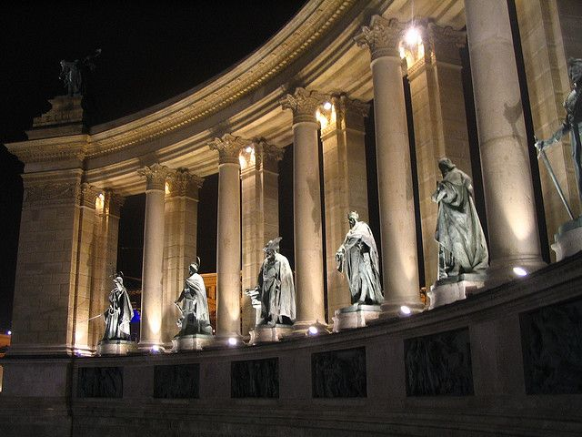 Heroes Square, Budapest, Hungary   Statues at the Heroes' Square ©Rico./Flick