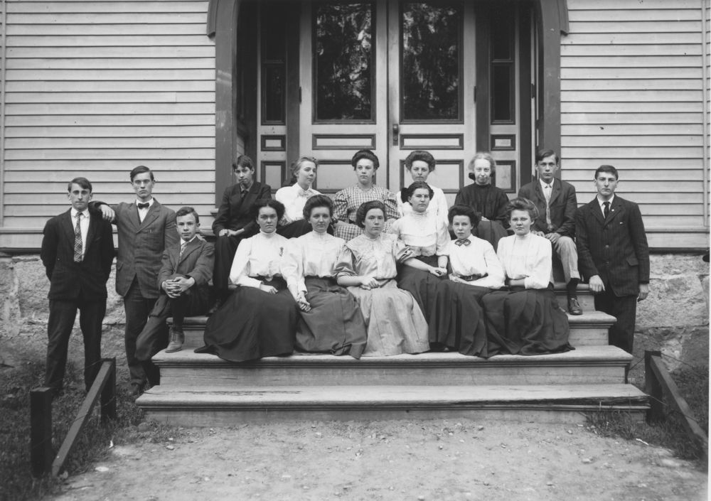 Students Of The Leland And Gray Seminary Townshend Vt Page 1 1909 Vermont Black And White Photographs Photography Subjects