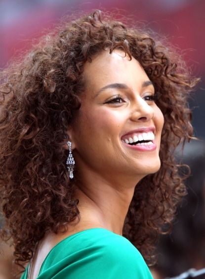 An Ode To Alicia Keys Curly Hair Do You Like Her Hair This Way Curly Hair Styles Mixed Hair Curly Hair Styles Naturally
