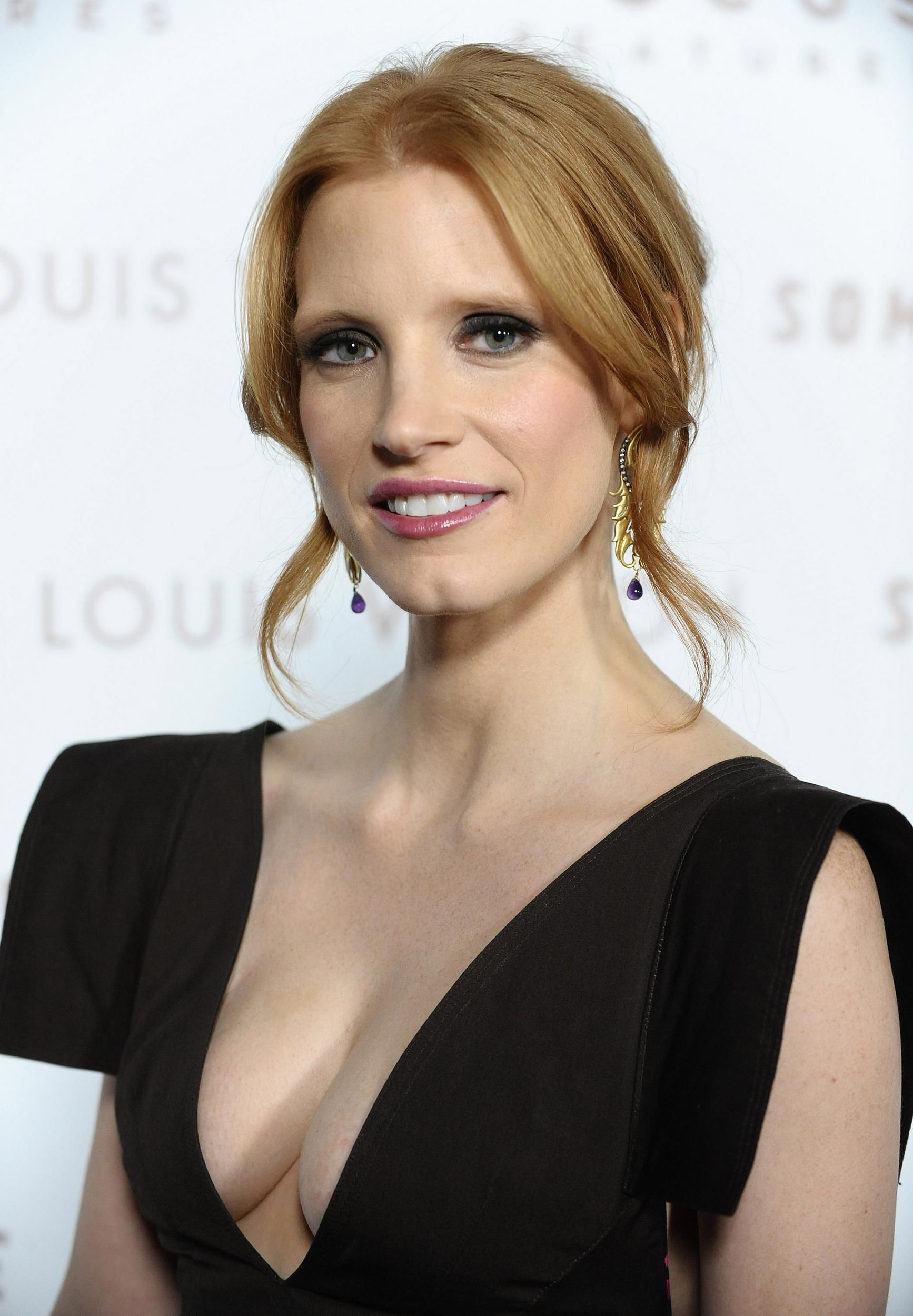 Jessica Chastain For more visit: www.charmingdamsels.tk ... Jessica Chastain Facebook