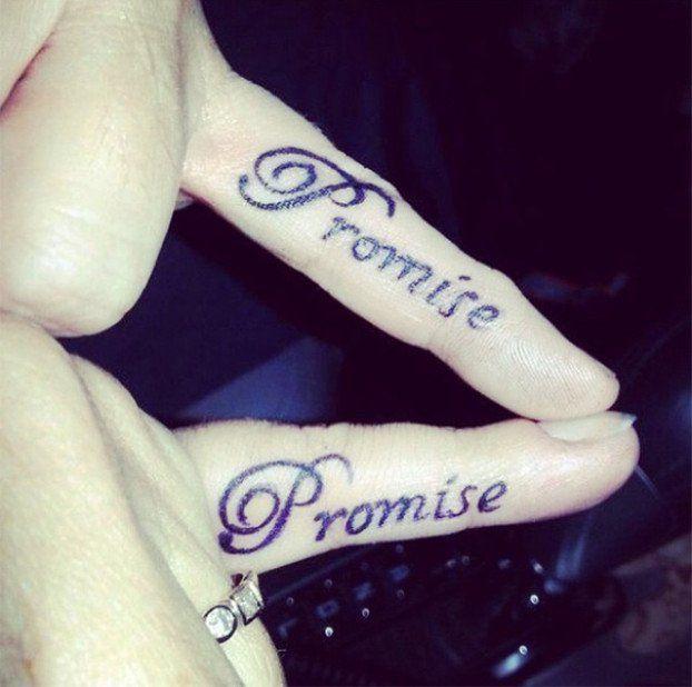 10 Tatuajes Para Parejas Enamoradas Tatuaje Promesa Tatuajes A Juego Para Parejas Tatuajes De Parejas