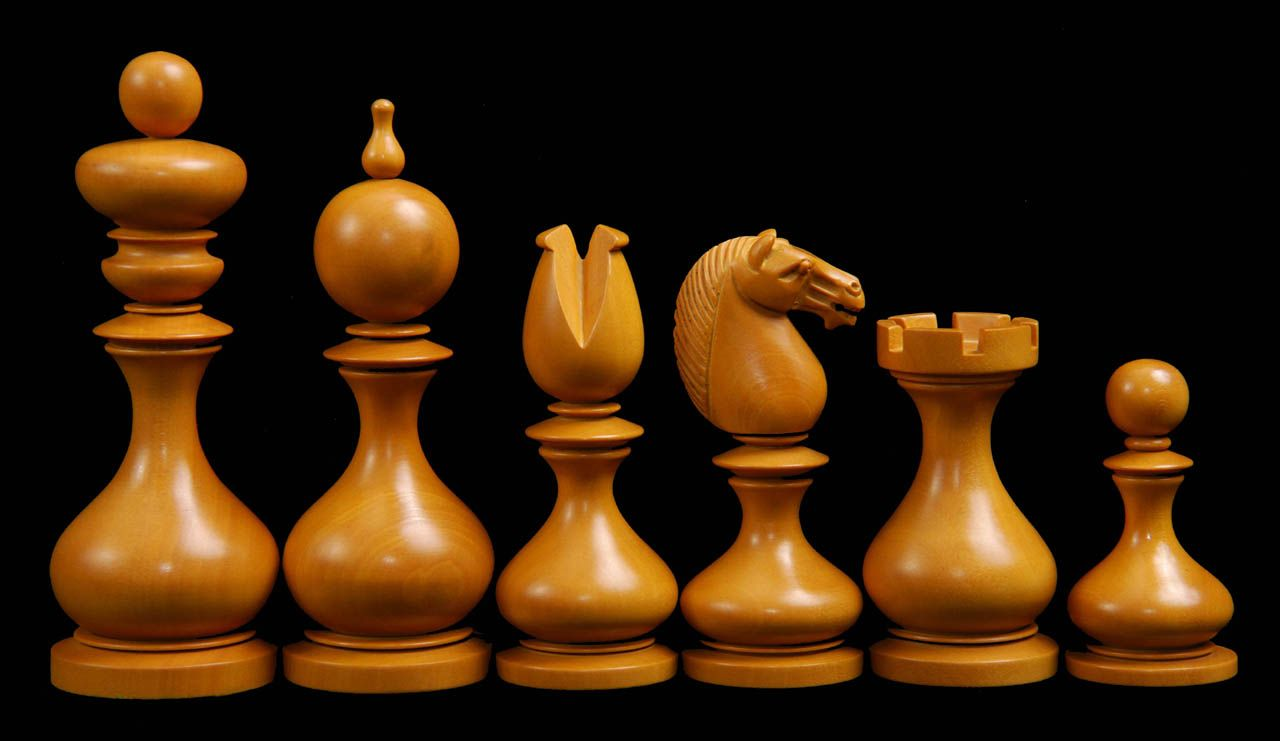 The smart set chess Chess, Chess pieces, Wooden chess board