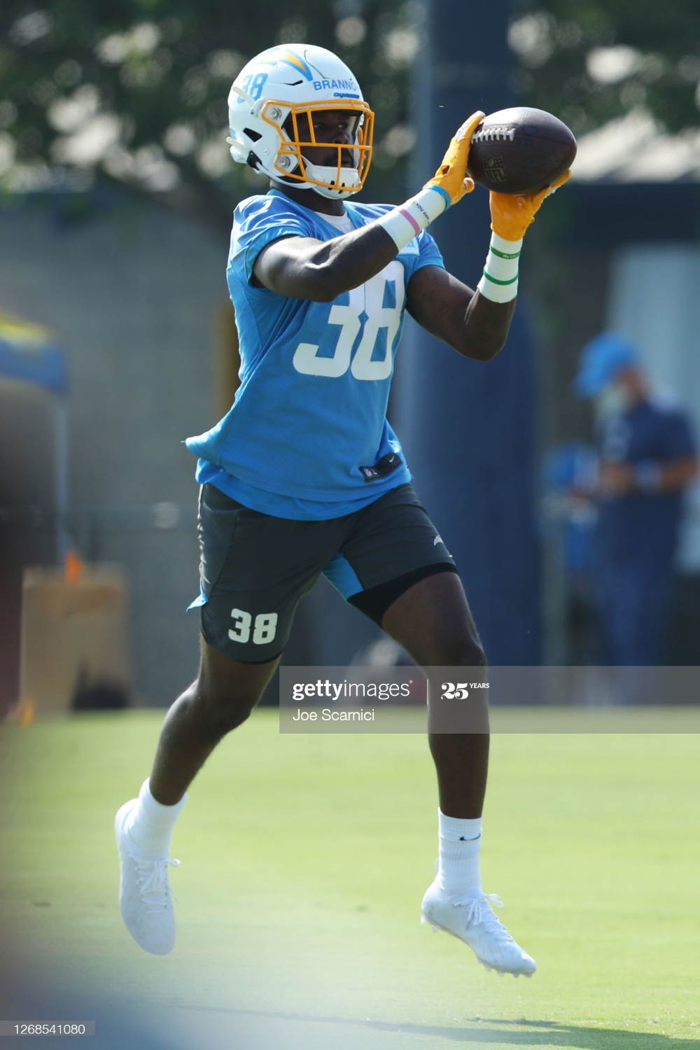 John Brannon Iii Of The Los Angeles Chargers Makes A Catch During Los In 2020 Los Angeles Chargers Los Angeles Chargers