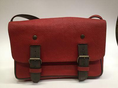 sac cartable en cuir rouge créateur français   Sac bandouliere ... 2166990ed77