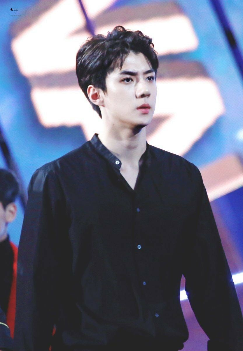 How Can He Look So Good In This Black Shirt Nice Hair I Totally Loved This Hairstyle Of His Selebritas Exo Chanyeol