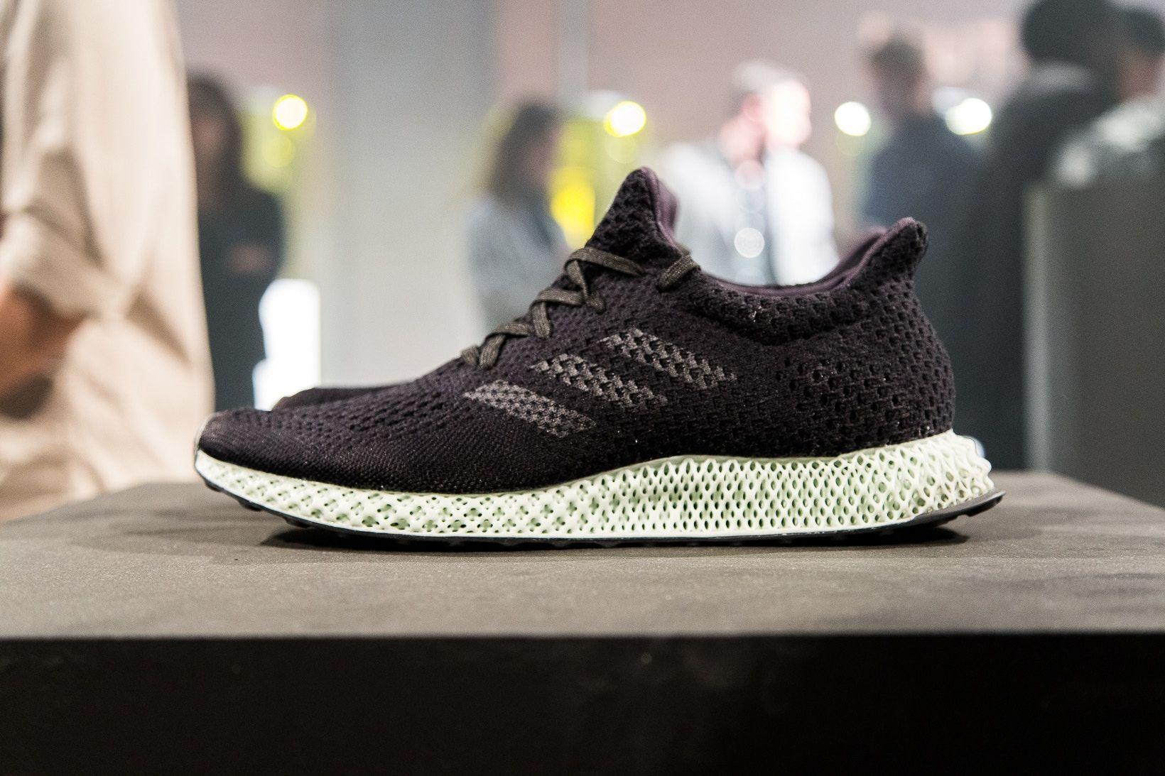 il tuo miglior look e piedi shot di adidas è innovativo futurecraft