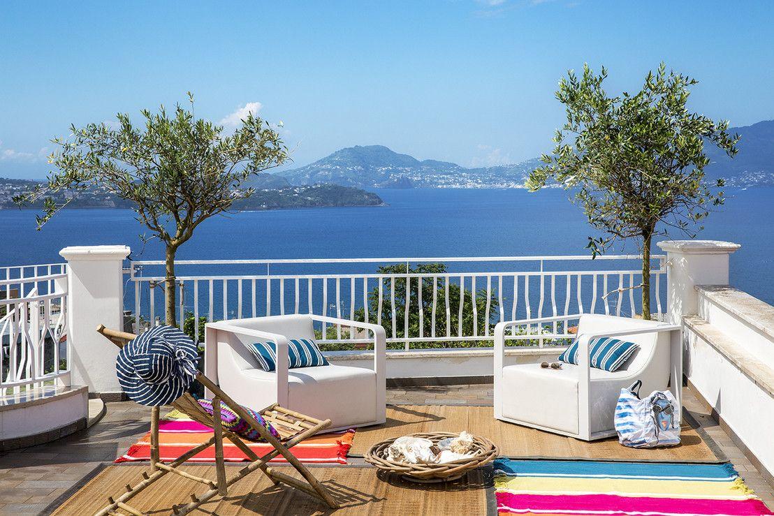 Una casa a Monte Procida: quando il design si mescola col mare ...