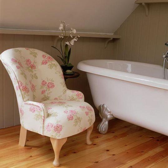 3-traditional-bathroom-ideas-Bathroom-with-wingback-chair ...