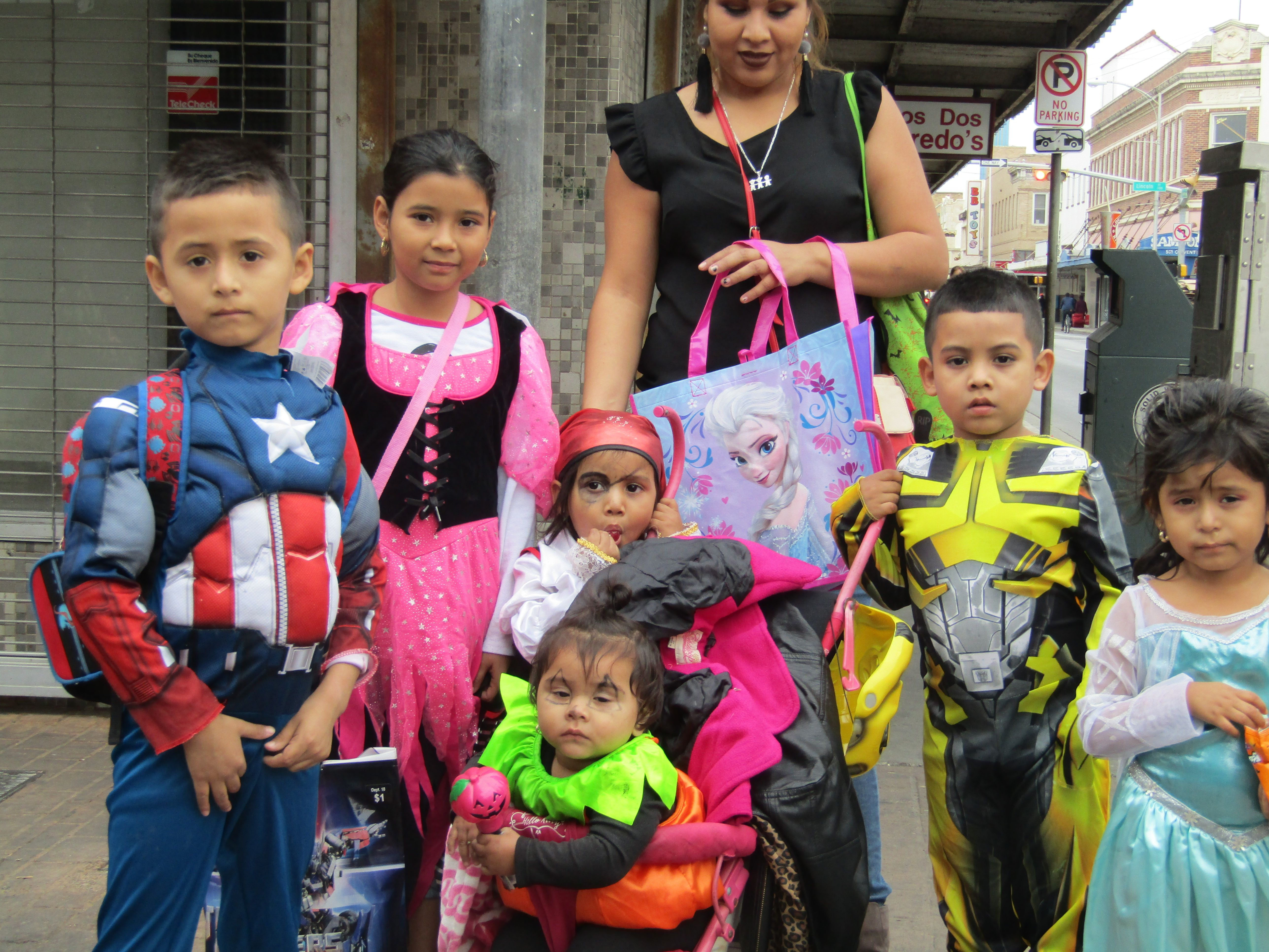 Trick Or Treaters In Downtown Laredo October 31 2017 Trick Or Treater Laredo Safe Cities