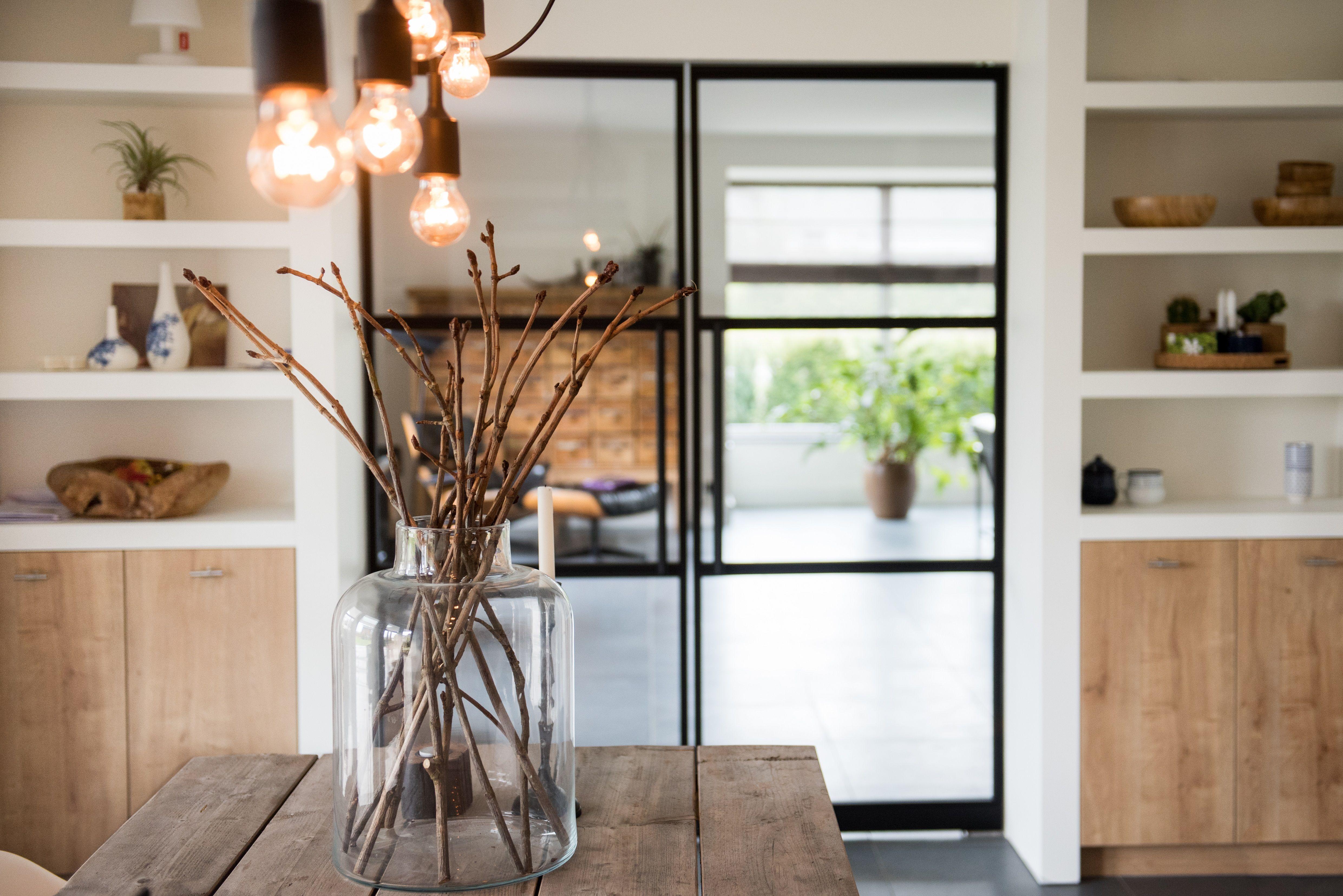 Een stalen deur geeft een mooi strak accent aan uw huis. voor een