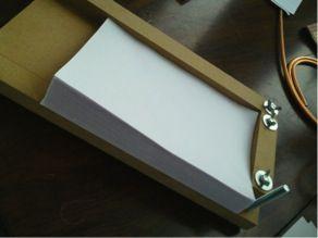 DIY book binding jig - něco jako lis, ale navíc s hezkým prostorem na řezání papíru - very easy