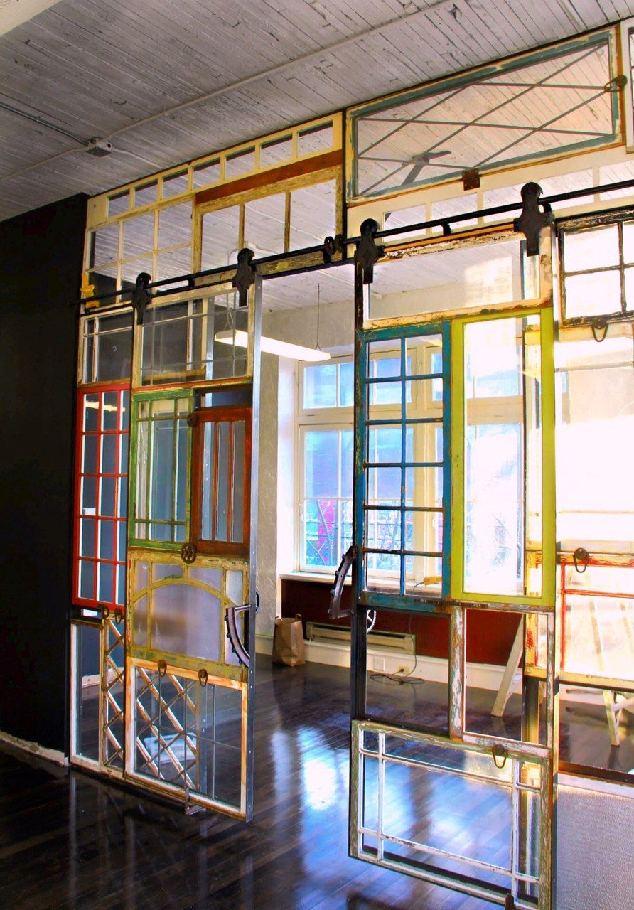 Such a fabulous way to reuse old windows it could be used Office partition walls with doors