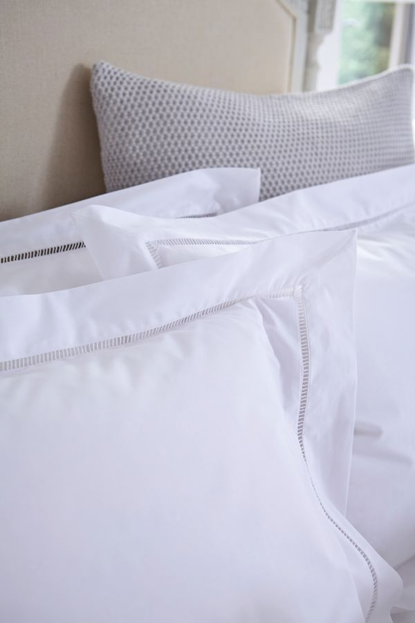 Crisp White Linens For A Clic Look In The Bedroom