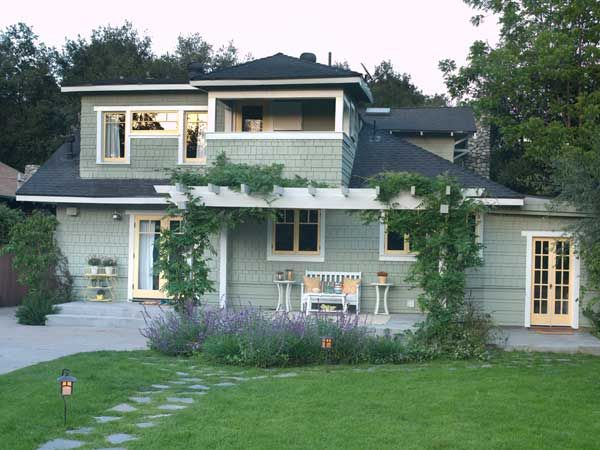 Paint color ideas for craftsman houses craftsman style for Exterior yellow house paint