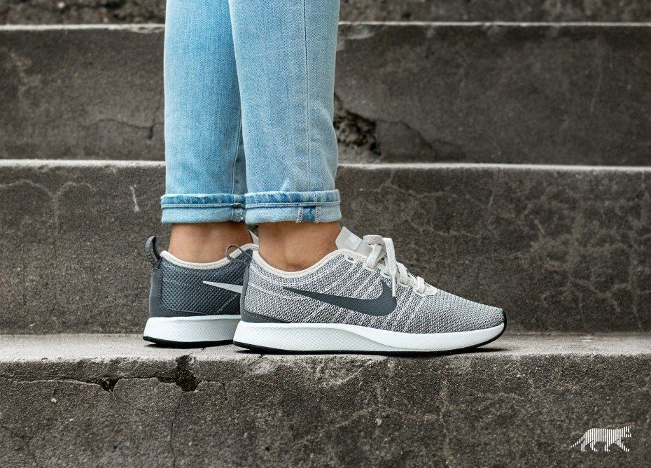 the latest 11f60 230bf Nike Wmns Dualtone Racer (Light Bone   White - Dark Grey - Black)