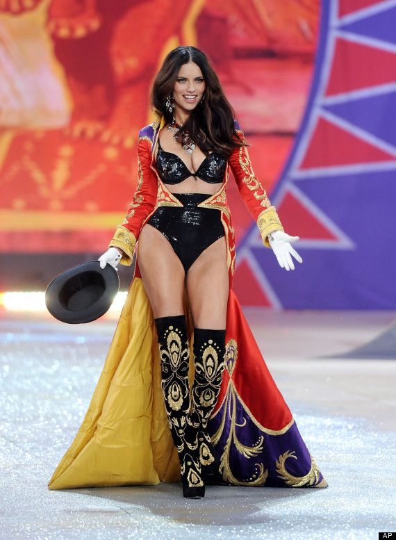 47a97c90a18 LOOK  Adriana Lima Hits The Runway 8 Weeks After Giving Birth ...