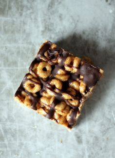 No-Bake Dark Chocolate Almond Butter Cheerio Bars with Flax