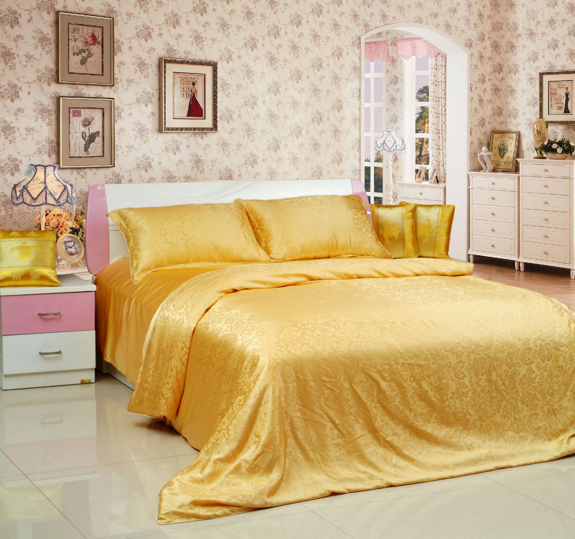Deluxe Golden Floral Patterns Mulberry Silk Soft Bedding Set #beddingset #golden #casasilk http://www.casasilk.com/Deluxe/Silk-Bedding-c1-103974/ click here:http://www.casasilk.com/product/10912748.html