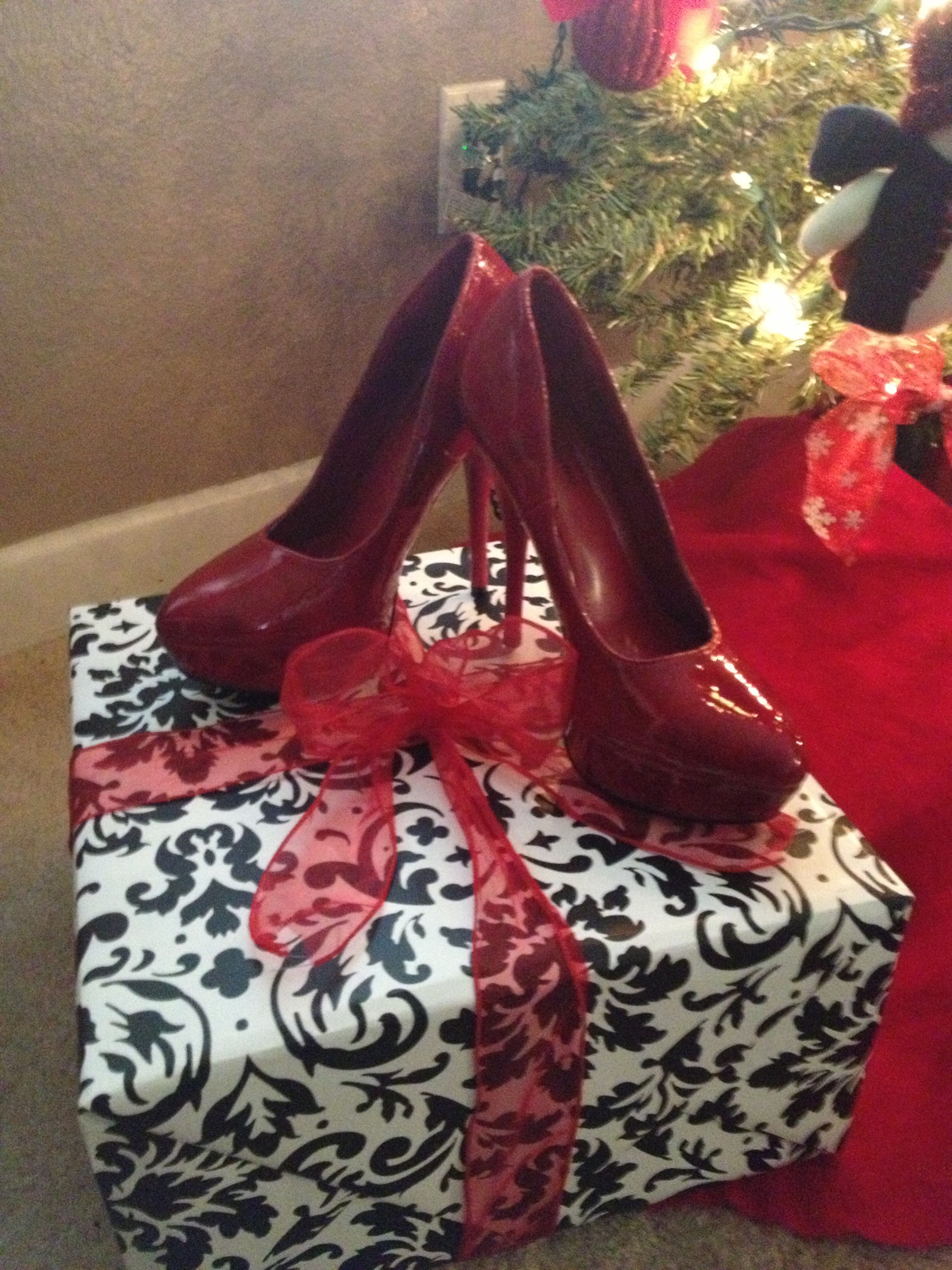 9e6a6ec33d652 Christmas red shoe decor | My Christmas | Decorated shoes, Christmas ...