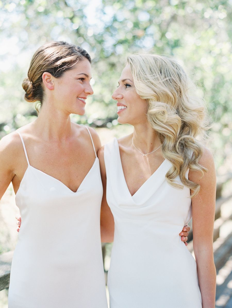 A Totally Chic All White Wedding In 2020 Lesbian Wedding Photos