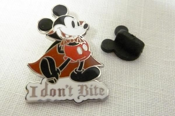 Walt Disney Dracula Vampire Bat Mickey Mouse Red Cape Fangs I Don't Bite Pin