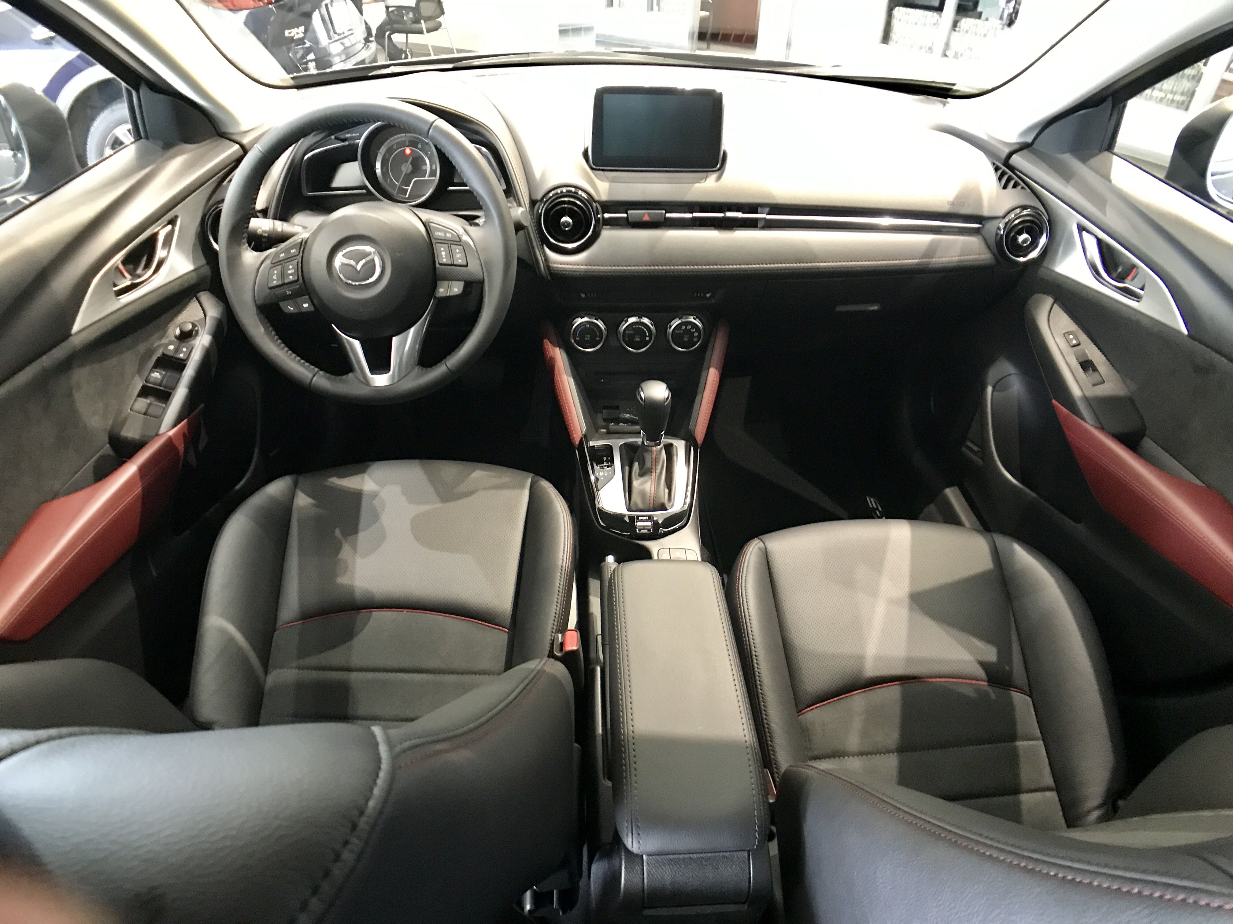 Mazda CX-3 interior front seat, black leather and suede ...